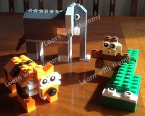 gli animali che insegnano inglese ai bambini costruiti con i lego