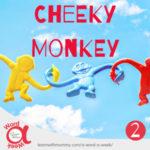 catena-di-tre-scimmiette-di-plastica-colorata-sfondo-con-cielo-azzurro-e-scritta-cheeky-monkey-monello-in-inglese-dimensione-300x300
