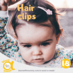 una-bambina-piccola-sfoggia-una-acconciatura-inglese-con-una-forcina-per-capelli-rosa