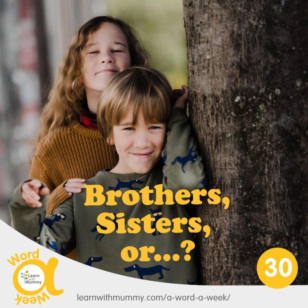un-bambino-e-una-ragazza-adolescente-accanto-ad-un-albero-dietro-la-scritta-fratelli-in-inglese