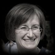 fotografia-in-bianco-e-nero-di-teacher-chiara-dei-corsi-di-inglese-per-bambini-a-schio-e-thiene