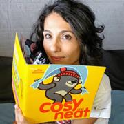 Teacher Elena insegnante dei corsi di inglese per bambini Learn with Mummy a Roma sfoglia unb libro illustrato in Inglese per bambini