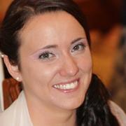 teacher-lucia-dei-corsi-di-inglese-per-bambini-di cremona-sorride