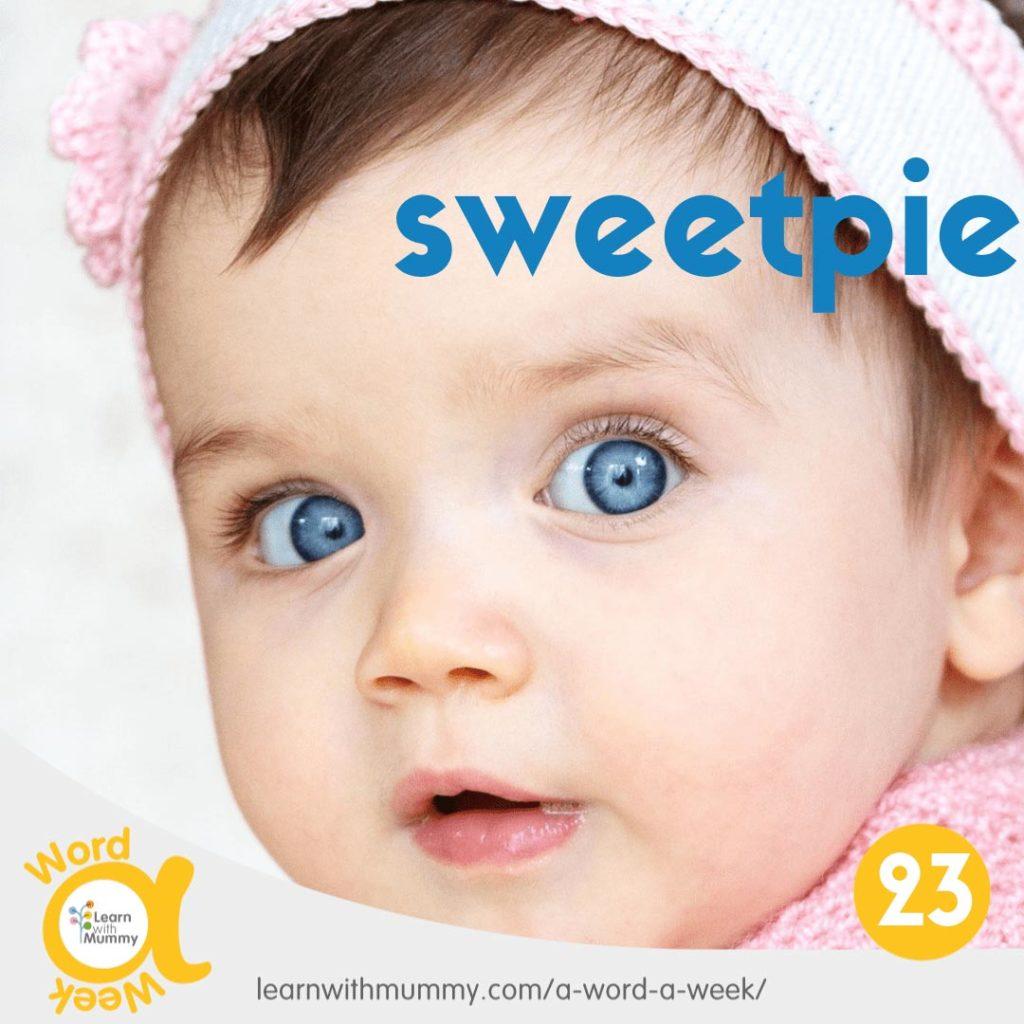 primissimo-piano-di-una-bambina-piccola-con-bellissimi-occhi-blu-sotto-la-scritta-assimilabile-al-vezzegiativo-amore-mio-in-inglese